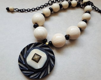 WOWZA, Deco Necklace Black Cream Jewelry, SUPER Chunky Catalin and Bakelite Necklace Beaded, Large Pendant Statement Necklace veryDonna