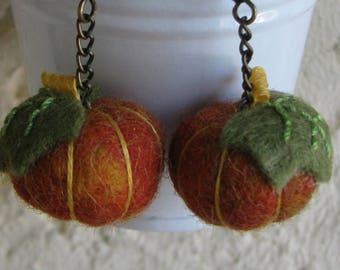Earrings of felted pumpkins, autumn colors, small pumpkins for Halloween 2cm d