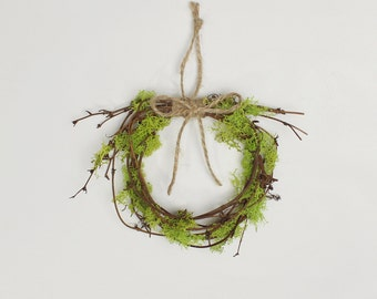 Moss Wreath, Woodland Decor, Fall Autumn Decor, Small Grapevine Wreath with Reindeer Moss and Twine Bow, Rustic Garden Decor, Mossy Branches