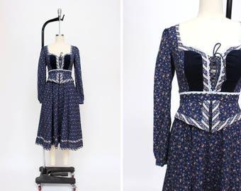 1970s Dekolleté Dress { XS } 70s Velvet Corset Gunne Sax Dress