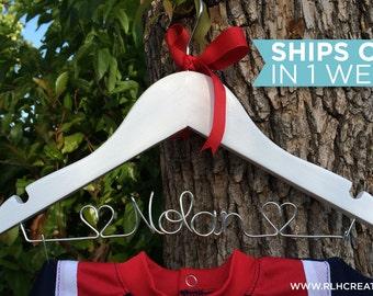 Children's Hanger / Personalized Hanger / Baby Hanger / Baby Name Hanger / Baby Shower Gift / Nursery Decor / New Mom Gift / New Baby Gift