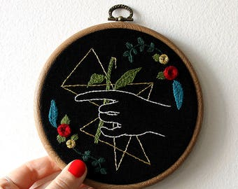Flowr mess // Framed hand embroidery