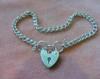 10.4g Vintage Sterling Silver Charm Bracelet with heart  padlock