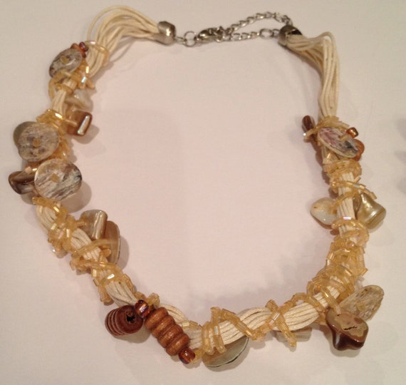 SJC10247 - Shell, buttons, beads and multi-threads off-white necklace