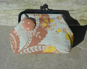 Fabric purse with metal frame