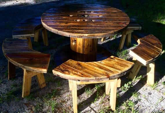 Draht-Spool-Tisch mit Bänken