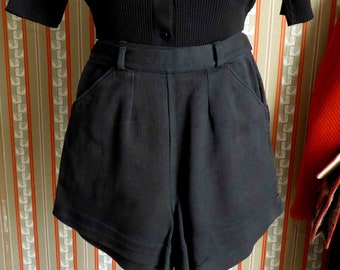 Amazing French Vintage 1940's Early 1950's Black Short in Texturized Cotton, High Waist and Wide Leg - Size XS