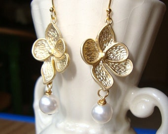 Dogwood Gold Flower and Pearl Earrings. Bridal Earrings. Bridesmaid Earrings. Wedding Earrings. Pearl Earrings. Gold Dogwood Earrings.