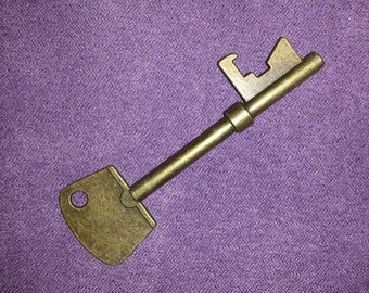 Bronze Tone Metal Skeleton Key//Scrapbooking//Craft Supplies//Paper Crafts