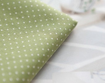 Petit Dots on Cotton Green, U1439