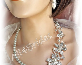 Bridal necklace pearl and crystals necklace and earrings.  Wedding bridal jewelry set, white pearl necklace and earrings.