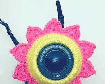 Knit flower camera buddy - Camera buddies, Shutter buddy, Shutter hugger, Shutter huggers, Lens pal, Lens critter, DSLR lens accesory