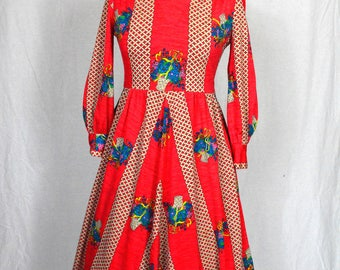 60s/70s Bright red kitsch trellis and floral print midi dress with bishop sleeves and dagger collar size XS/S