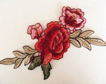 Small guipure lace embroidered applique / patch / corsage motif pink and burgundy