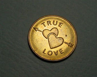 Amour , Amore, & Amore  True Love Token / Medal 29mm and in near mint condition<>ET7245