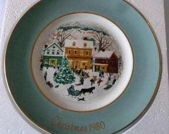 """VINTAGE - Avon Wedgewood """"Country Christmas"""" 1980 Collectible Plate - black friday special"""