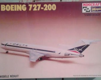 Model  Airplane Boeing 727-200  1/200 scale kit Tri-Jet Airliner Delta Airlines Jet Aircraft Aviation Retro 1980's