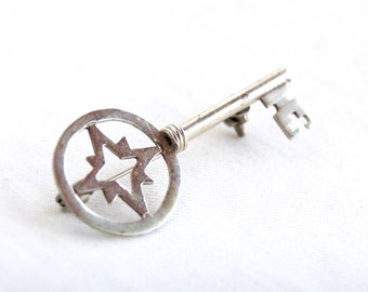 Key Brooch Pin Sterling Silver Vintage Mexican Scarf Sweater Pin Star Heavens Hecho en Mexico