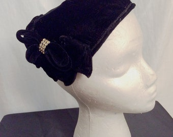 Vintage 1940s Black Velvet Head Hugger Hat  With Petals and Rhinestone Detail