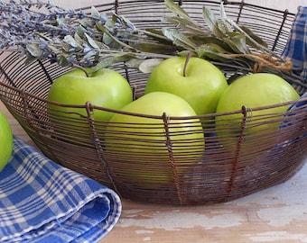 Vintage Primitive Large Wire Bread Or Fruit Basket / Rustic Farmhouse / As Found