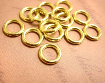 50pc 11mm gold finish acrylic round rings-851