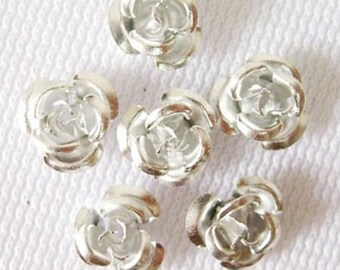 100 small flowers in Silver Aluminum