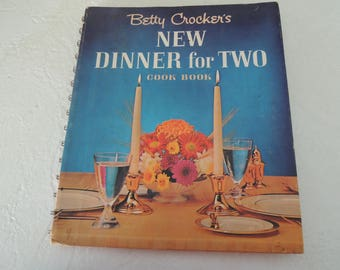 Cookbook, Betty Crocker New Dinner for Two, 1st edition 3rd printing, Vintage table settings n recipes, Helpful hints, Great cond, Vintage