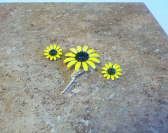 Lovely and vintage Sunflower brooch and matching clip on earrings