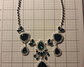 Green Avon 2011 Hollywood Glamour Necklace