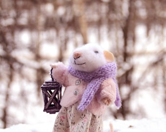 needle felted winter girl mouse with lamp, felted mouse, felt animal, felt mouse, christmas mouse, eco toy, felt mice
