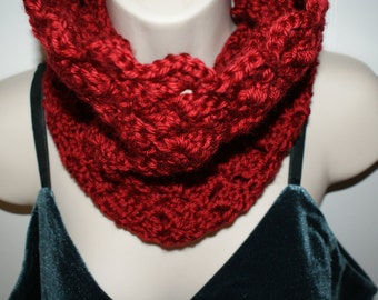 Womens Crochet Red Cowl, Winter Infinity Cowl, Autumn Red fashion neck warmer, Scalloped Cowl, Red Neck Scarf, Trendy Red Scarf