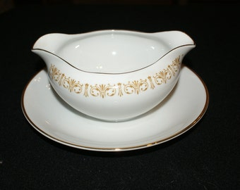 Sheffield  Imperial Gold Gravy boat with attached underplate
