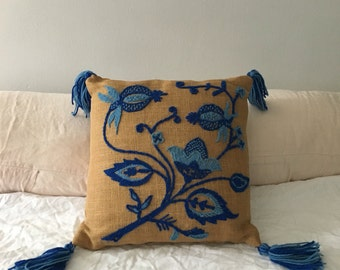 vintage boho jute throw pillow. embroidered accent pillow bohemian cushion. knot embroidered mid century 1970s floral pillow