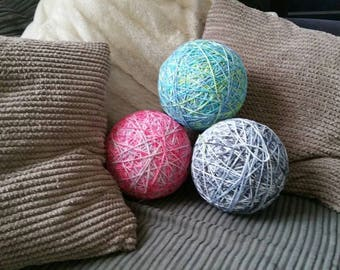 Giant kittenplay yarn ball