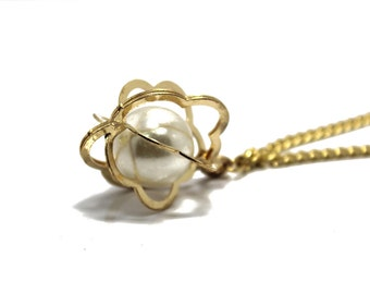 Gold Chain Buckle Necklace with Pearl Pendant for Fashion Crafts and and Accessories.