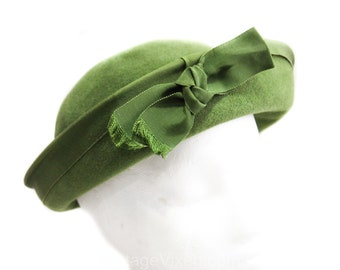 Charming 1960s Olive Hat - Avocado Green Velour Breton Bowl Hat with Grosgrain Bow - 60s Spring Fall Chic - Imported Fur Fiber - 50353