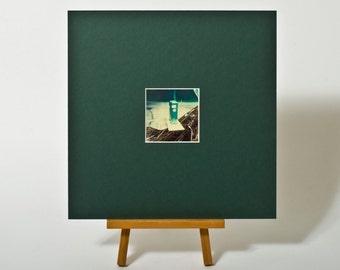 De andere geheugen, polaroid, fotografie in een donker groene frame