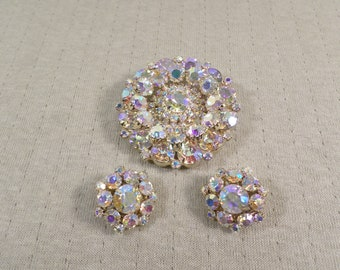 BEAUTIFUL! Vintage Gold Tone Prong Set Crystal Aurora Borealis Rhinestone Demi Parure/Brooch/Earrings/High End  DL# 5048