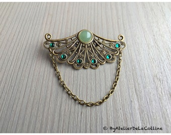 Brooch with aventurine cabochon and Emerald Swarovski