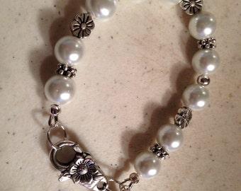 Pearl Bracelet - Wedding Jewelry - June Birthstone - Bride Jewellery - Bridesmaid - White - Flower - Chunky
