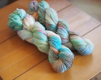 Atlantic Pearl Oyster Orange Pink Blue Speckled Hand Dyed Yarn // Merino Nylon Sock Fingering Weight Yarn // Superwash Sock Skein