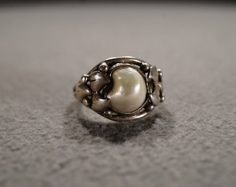 Vintage Sterling Silver Oval Mobe Cultured Pearl Fancy Scrolled Raised Relief Etched Scrolled Setting Art Deco Style, Size 5