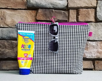 The Beach Clutch  {Houndstooth} Take me to the beach! Fully lined in PUL.  Wet bag.