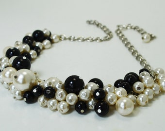 Pearl Necklace Ivory and Black Cluster Necklace, Bridal Jewelry, Bridal Necklace, Wedding Jewelry, Chunky Necklace, Pearl Cluster Necklace