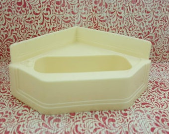 Marx Marxie Mansion Bathroom  Tub  Toy Dollhouse off white soft plastic