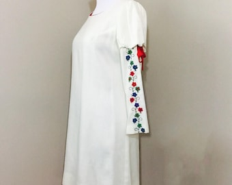1970's cream shift dress with embroidered sleeves - cap sleeve dress - wedding - bridal shower - photoshoot - vintage dress - floral
