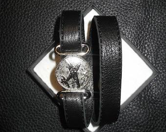 Leather bracelet. Genuine leather: black.