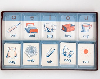 Vintage Sussex vowel teaching cards in box, by J. Noel, Philograph Publications Ltd, 1950s/60s