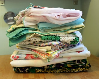 Mixed Lot of Vintage Linens - Aprons, Tablecloths, Doilies & More