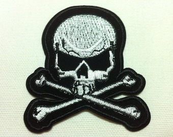 Silver Black Skull Crossbone (7 x 7.5 cm) Embroidered Iron on Applique Patch (W)